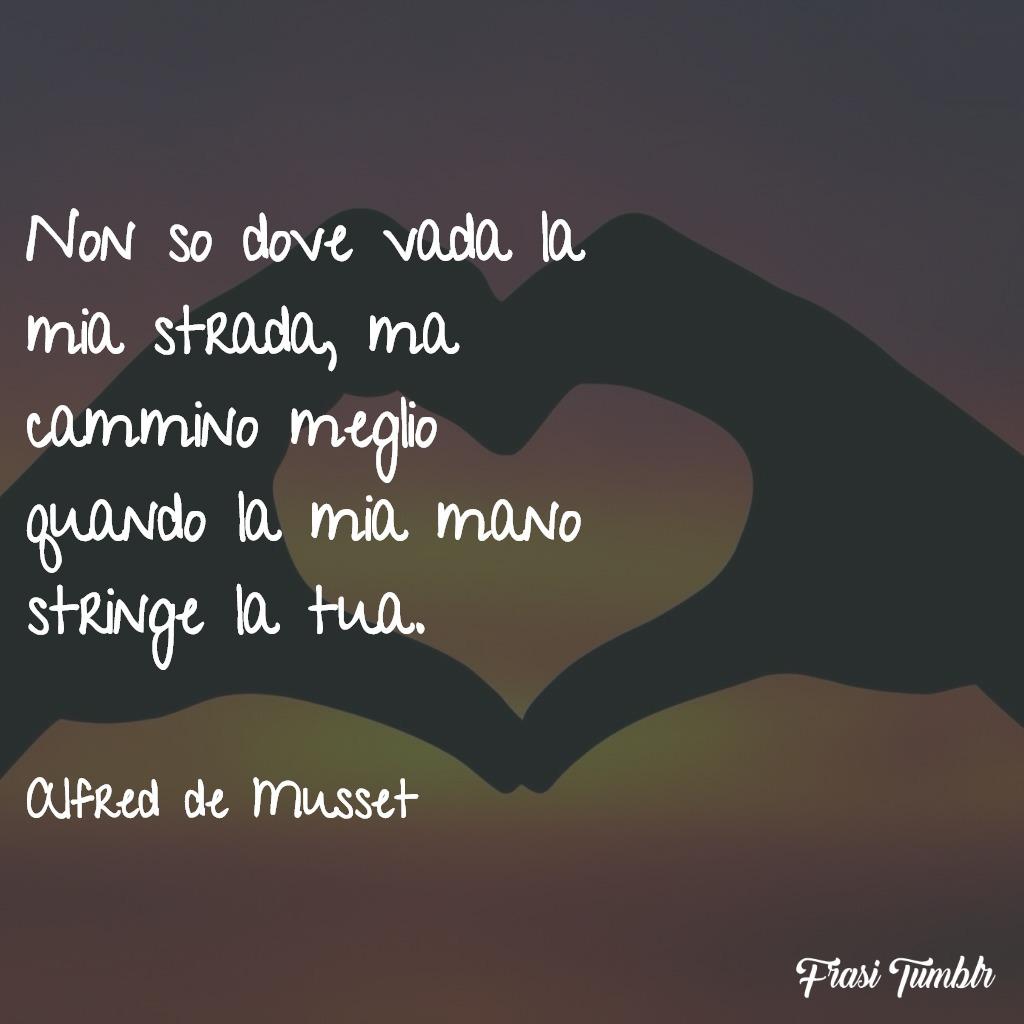 frasi-amore-eterno-strada-stringo-mano