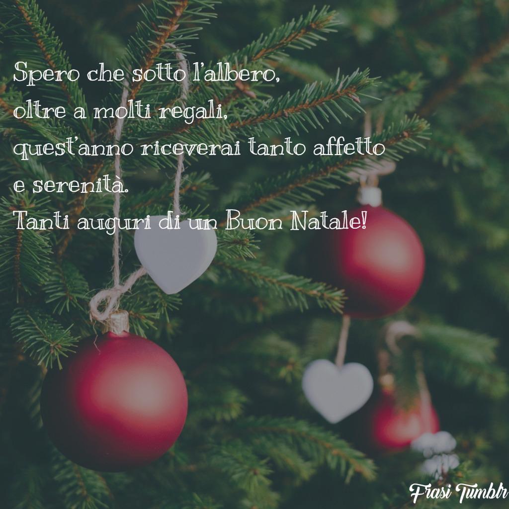 frasi-auguri-buon-natale-regali-sotto-albero-serenità