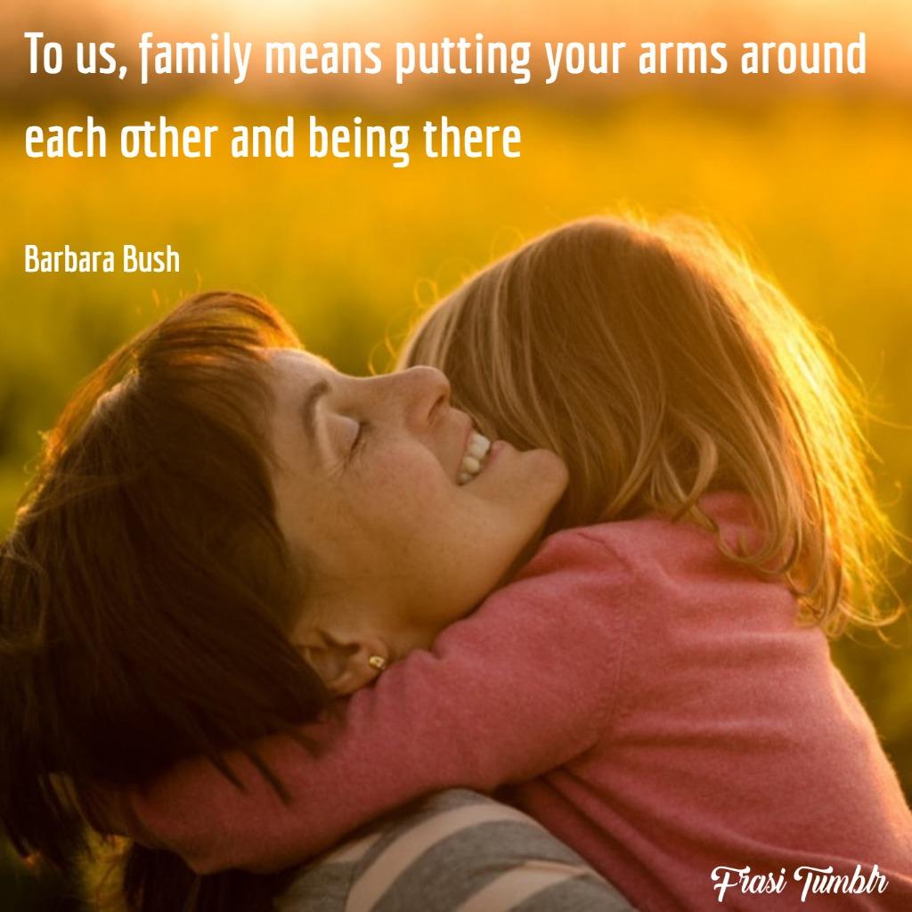 frasi-famiglia-inglese-abbracciarsi-essere-presenti