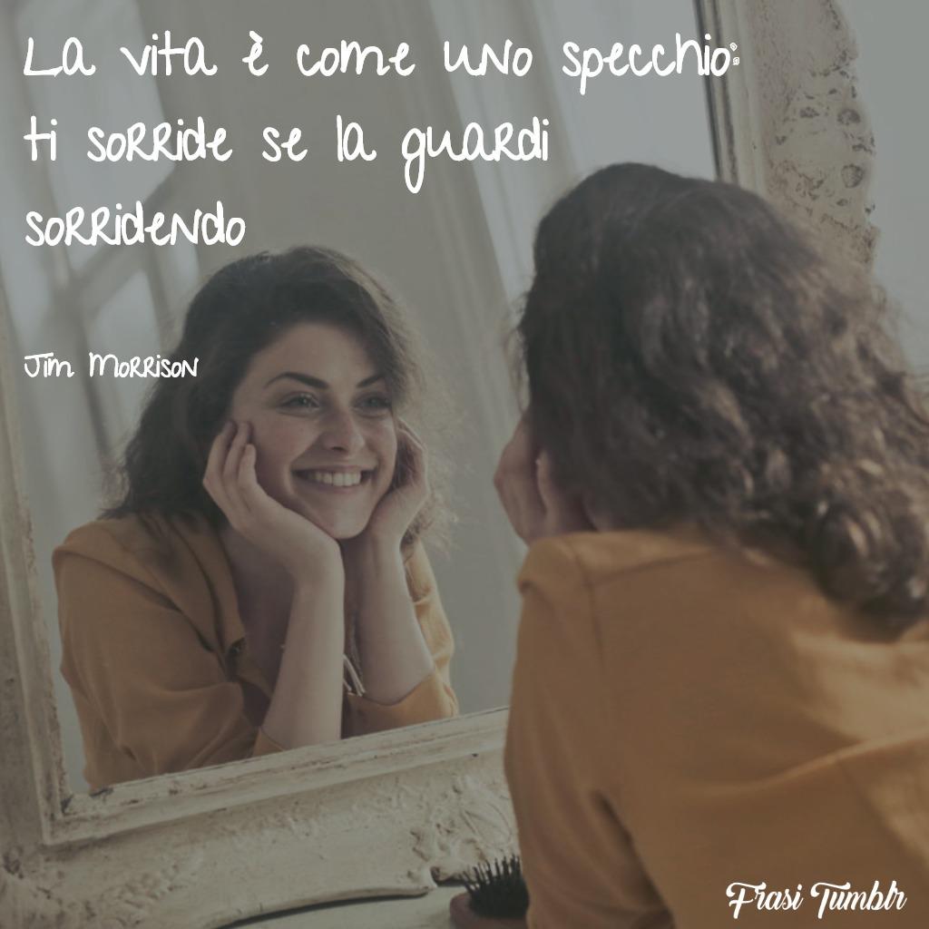 frasi-filosofiche-vita-specchio-sorride