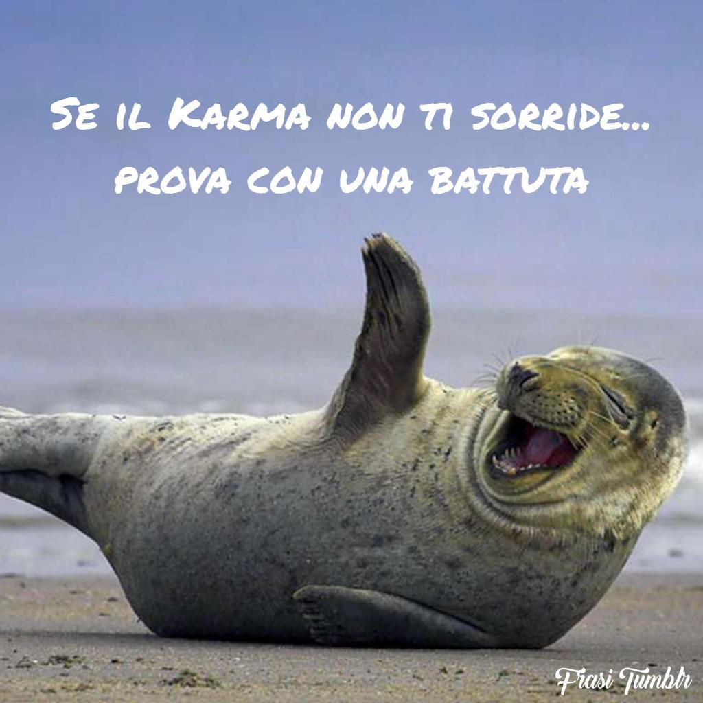 immagini-frasi-karma-simpatiche-sorride-battuta-1024x1024
